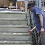 La plupart des terrasses que nous retrouvons sont construites de façon inadéquate et peuvent représenter un risque potentiel de danger.